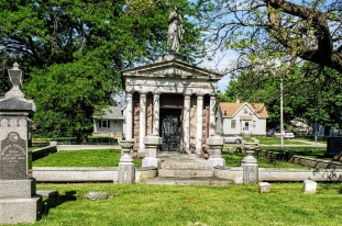 Oakwood Cemetery Broder masoleum